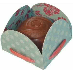 petal treat holder with ribbon holes