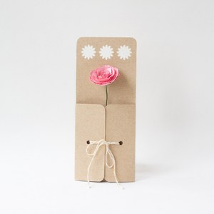 daisy flower envelope with string closure by farren celeste