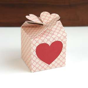 heart twist top box