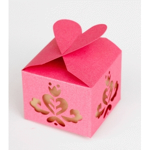 heart & scallop treat or favor box